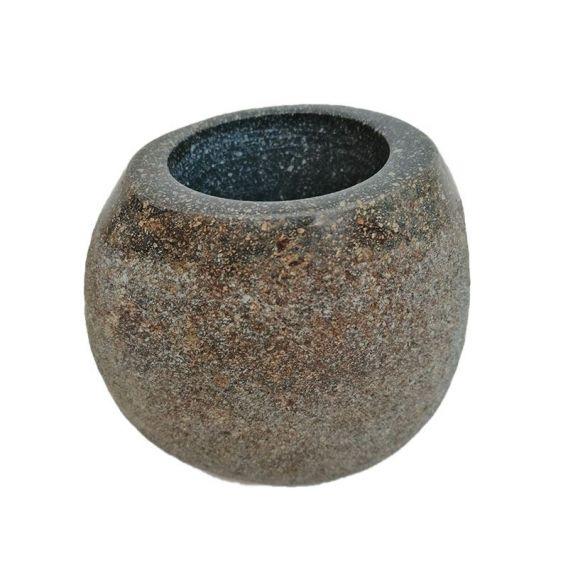 Gobelet en pierre de rivière